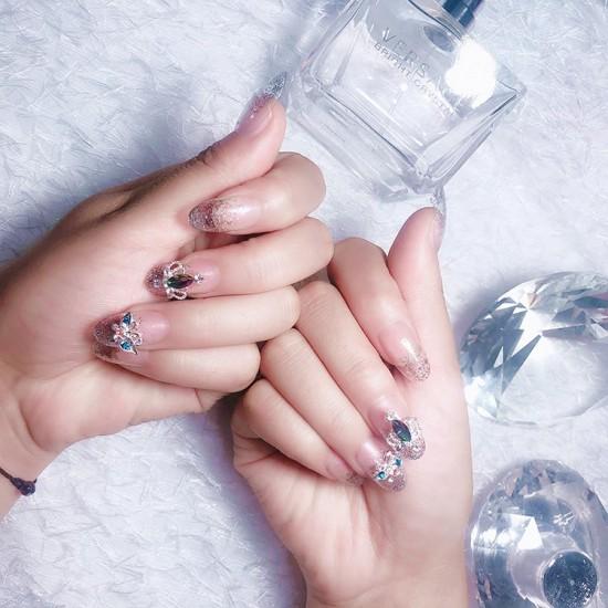 Луксозни изкуствени нокти за маникюр за изящни и стилни дами - модел NK011