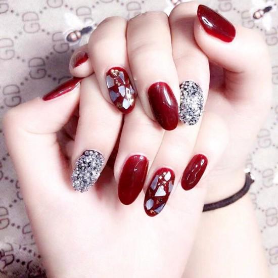 Луксозни изкуствени нокти за маникюр за изящни и стилни дами - модел NK017