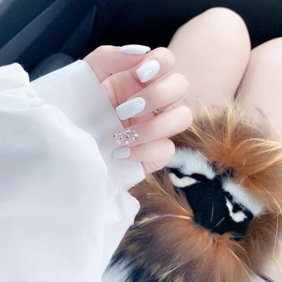 Луксозни изкуствени нокти за маникюр за изящни и стилни дами - модел NK013