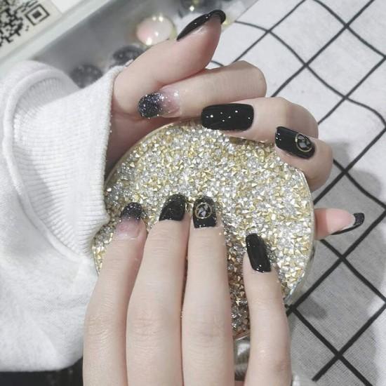Луксозни изкуствени нокти за маникюр за изящни и стилни дами - модел NK023