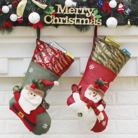 Коледна декорация чорапче за подарък